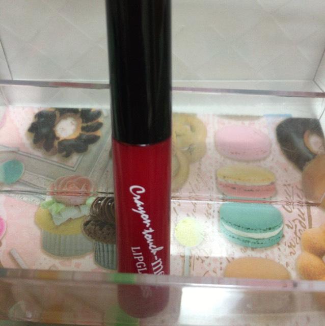 最後に赤グロスを唇全体に塗り、完成ー!
