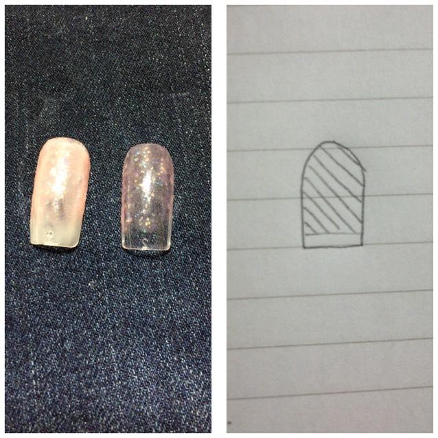 左:ベースコートあり 右:ベースコートなし  色が塗ってあるところにサラッと塗ります。