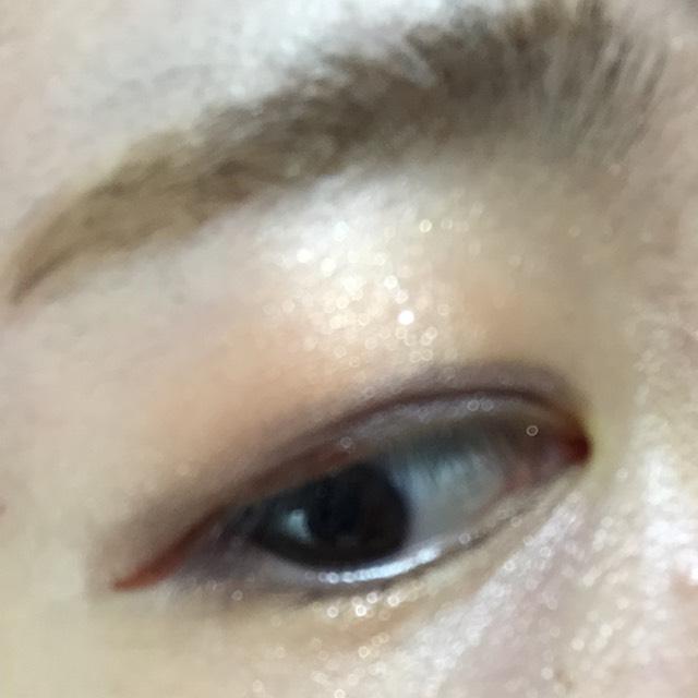 以上ができたら、手持ちのブラウンシャドウで目のキワを締めます。 カラーライナーが隠れないように注意ヾ(・ω・`;)ノ