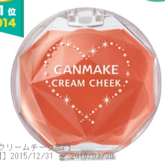 ポイント② チークはオレンジピンクを使用して可愛さを忘れない♡ アプリコットのカラーを使用。 クリームチークはヴィセよりキャンメイクの方が発色いいです。 ハートの形に頬に入れます。