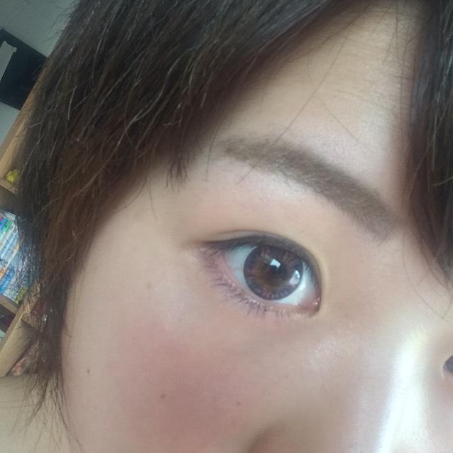 °眉毛は元の形の足りないところを足すだけ  °クリーム色のシャドウを涙袋に  °ブラウンアイラインを目の形に沿って引く