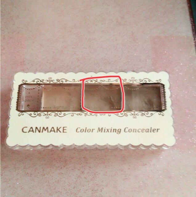 キャンメイクのコンシーラーで涙袋を作ります。上からチークを使うので、こちらは省略可能です。