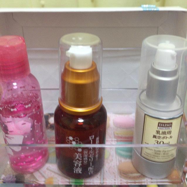化粧水・美容液・乳液を塗ります。