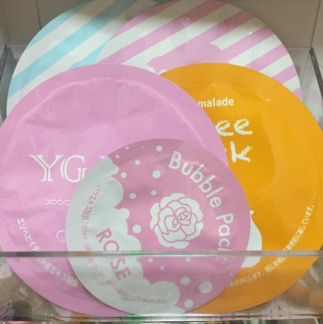 クレイパック ピンク、ブルー 前 右ジュレパック  真ん中バブルパック  左 YGパック 1つ100円ぐらい