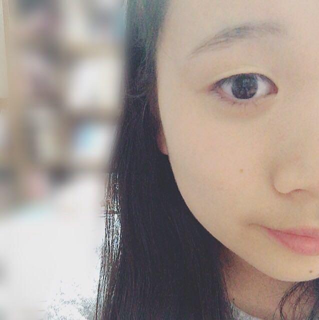 まずファンデーションを塗っていきます!SUGAOは肌なじみがいいのでよく使ってます(*^▽^*)すっぴんはこんな感じです。。( 笑 )今日は半顔だけなので顔半分だけ塗ります!