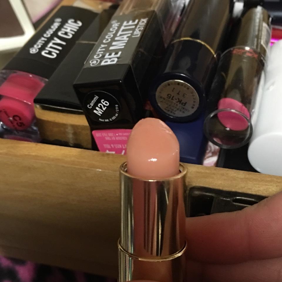 ベージュやうすピンクのように見えますが、クリアなんです!