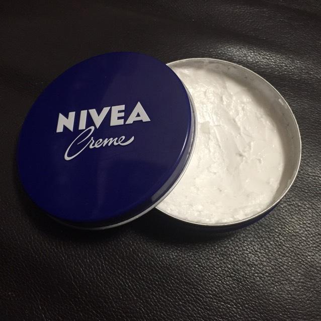 ニベア青缶を用意!