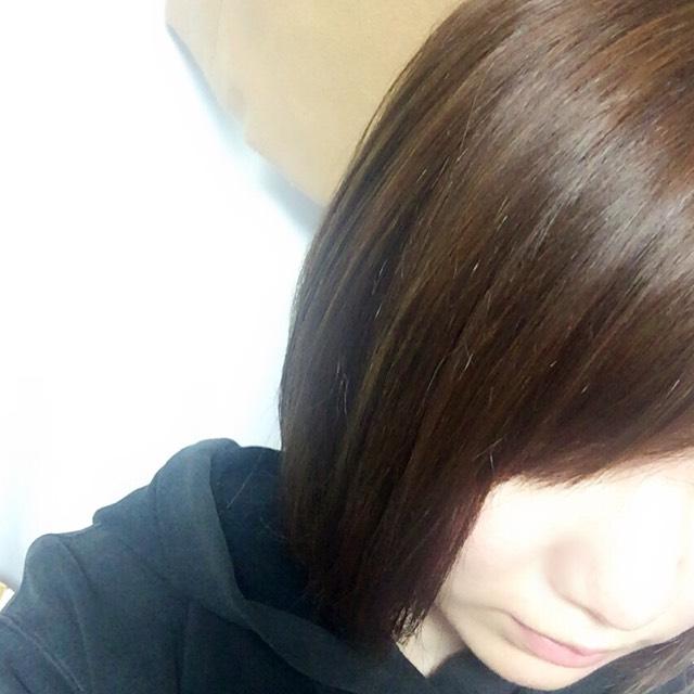 ニベアを髪全体に馴染ませてドライヤーで乾かせば、本当にサラサラでまとまりのある髪の毛になります!