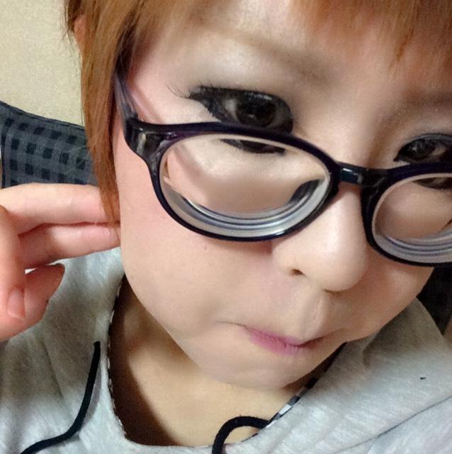 丸メガネにあうメイクを目指すけど…失敗…((└(:3」┌)┘))