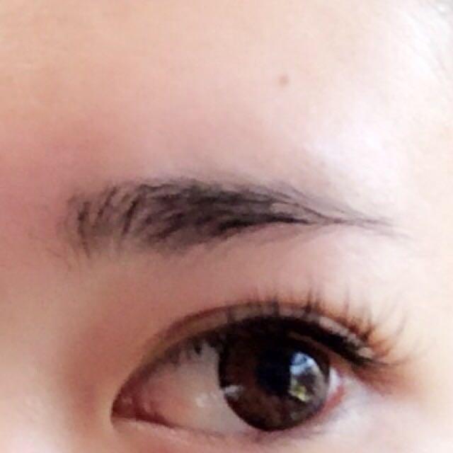 眉毛部分ですが 眉毛鉛筆で形を整えるように書き、眉毛マスカラで眉毛全体を染めます  ↑眉毛マスカラを塗るときは眉毛に逆らうように