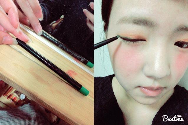 次に100円ショップのキャンドゥーで買った緑のペンシルアイライナーで目尻側に長めに入れます。