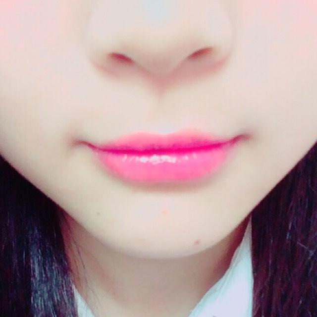diorのlipを唇の中心に ぬります
