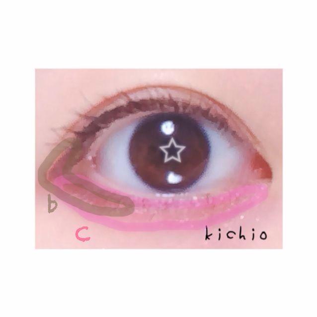 下瞼  上瞼の目尻から下瞼3分の1をbで囲う  次に涙袋全体にcのピンクをぬる  そして、bとcの境界線をぼかす