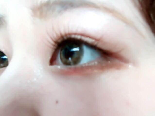 EMODAの赤のアイシャドウを黒目のしただけにのせます❕  目をウルウルにみせてくれます(U 'ᴗ' U)♡♡