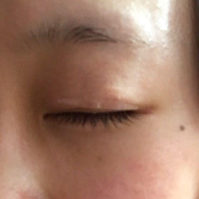 さっきのを寝る前に瞼に貼ってそのまま寝てます  のりタイプみたいに朝オフするのに時間かからないし百均なのでなかなかオススメです