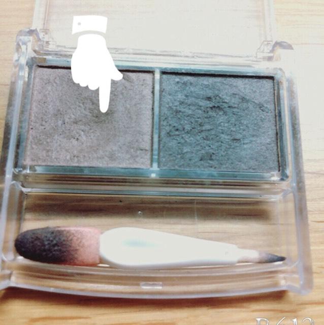 セザンヌパウダーアイブロウの色が薄い方で眉毛を描き、ノーズシャドウも入れます