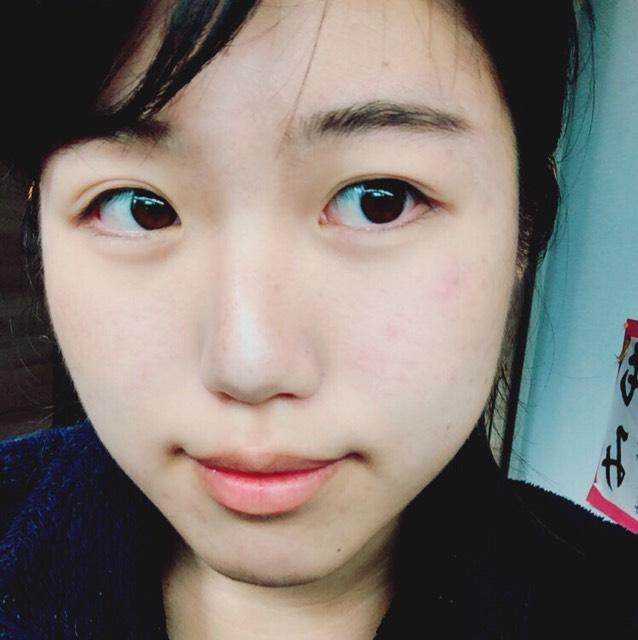 ハイライトを鼻先と眉毛の間と頬と顎にのせます   シェーディングも輪郭と頬骨にします