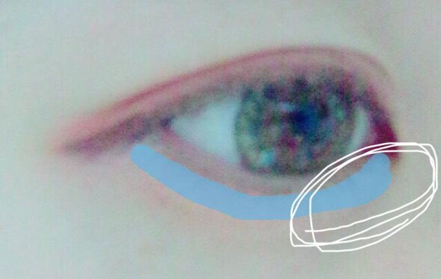次に④を青の線に‼︎ 白で囲っている所を 少し多めにのせます。