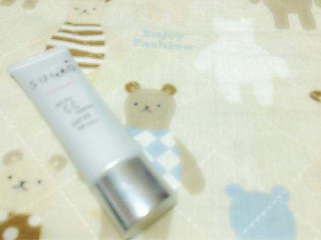 [ SUGAO / エアーフィットCCクリーム ] こちらは本当に軽くて肌に塗っていくとサラッとしていて。なのに伸びがいいんです!でもちょっと乾燥するかなって感じです。値段は¥1500位でした!