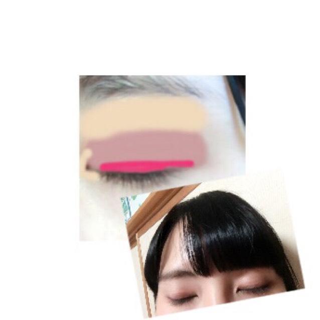 薄い色を上と目頭 二重幅に淡い茶色 目の際にピンク