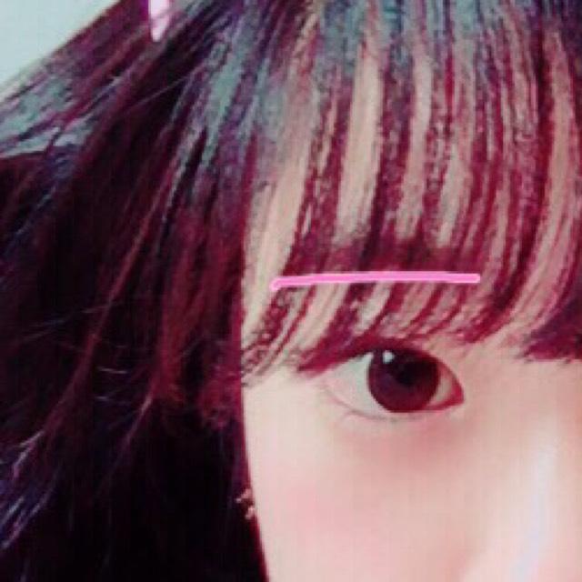 眉毛は並行眉にします。(眉毛の下のラインを真っ直ぐ書くと綺麗に並行眉がかけます!)