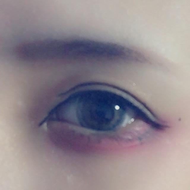 目尻にこれも自分の目より大幅にはみ出たところからしたまつげをかく  黒目の下で実際のしたまつげとつなげる