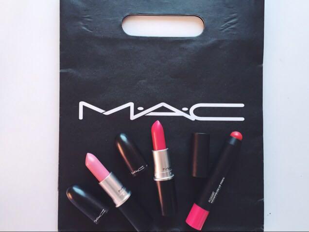 MAC  日本よりすごく安かったです