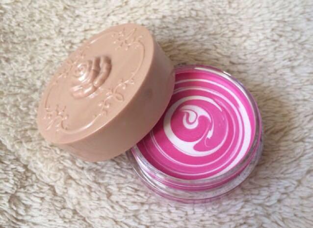 ♡クリームチーク(アナスイのコフレ、販売終了)  ☆二重幅、下まぶた  *下まぶたは涙袋より狭く、うっすら線が見えるところ♡  さっき使ったものより少し濃いピンクなら◎