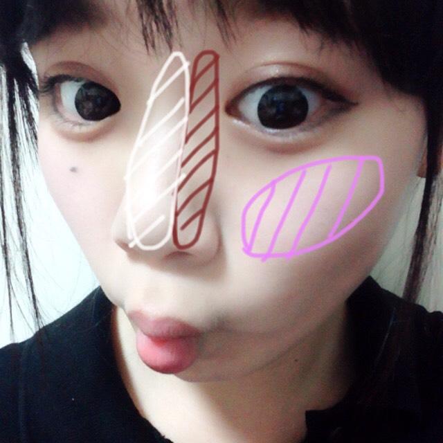 白→ハイライト ブラウン→ノーズシャドウ ピンク→チーク  白い肌を活かしたいのでチークは薄め!