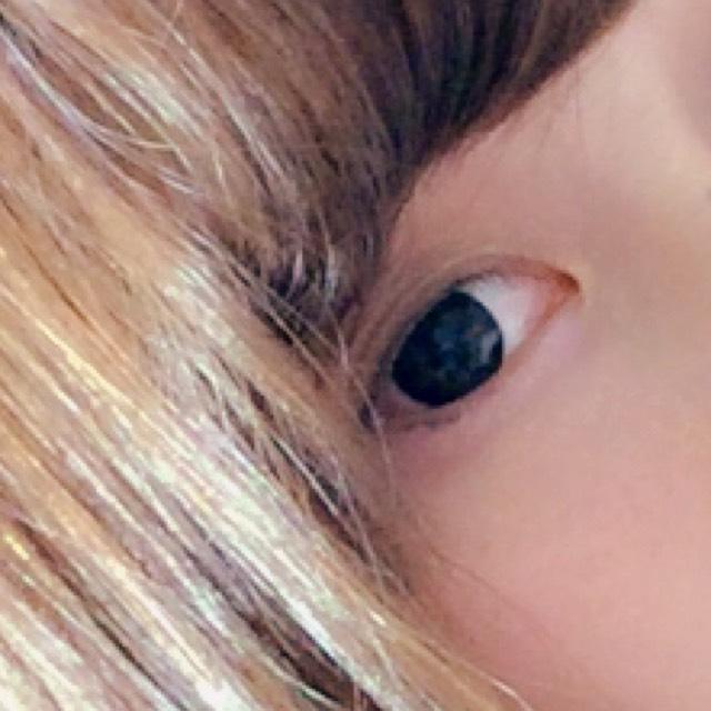 アイメイクはちふれのグラデーションアイカラーの一番濃い色を使っています☺️丸い目に見せたいので目尻にも☝️アイラインはマジョマジョのペンシルタイプで