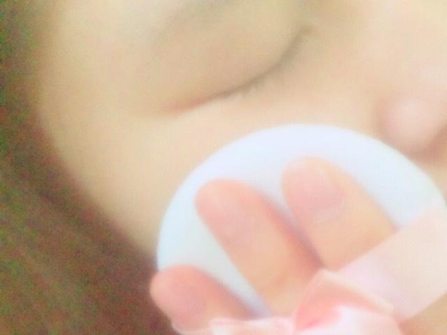 底妝(粉撲)塗上像是嬰兒的爽身粉