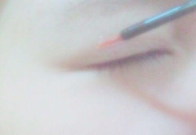 (雙眼皮膠)用「二重紀念日」牌子的膠把原本的雙眼皮用得更深遂