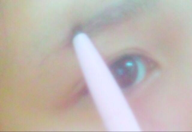 【アイブロウ ①】  形にしたい眉毛を書きます。
