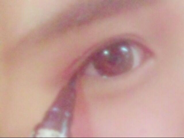(眼線)眼線是慢慢往下畫最後在慢慢往上畫的感覺