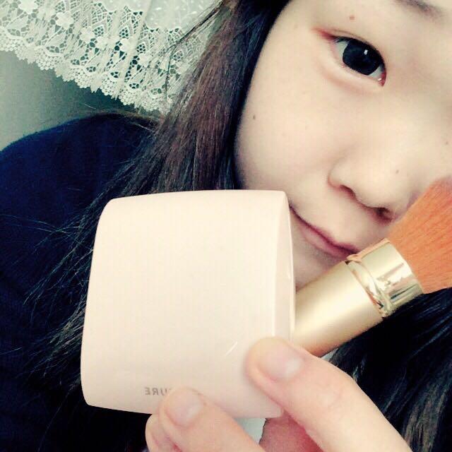 洗顔、化粧水、乳液した後にコンシーラーでくすみとかを隠し、粉を筆でさっと。