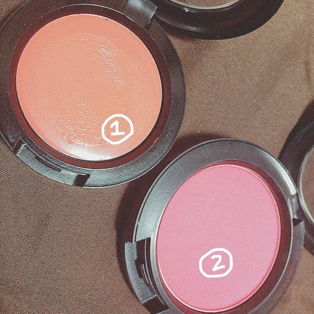 ①赤みの強いオレンジ ②赤みの強いピンク