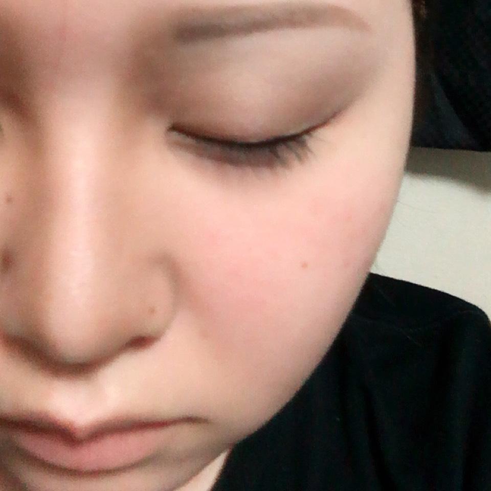 KATEのデザイニングアイブロウNを鼻を高く見せるために塗ります