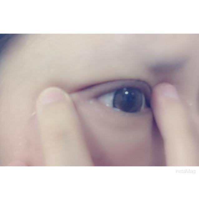 ⑧食い込ませたら目を閉じたり開いたりパチパチゆっくりします。
