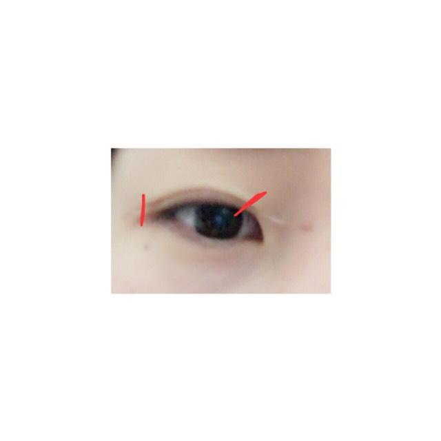 眉バサミなので余分なテープを切る!(赤い線)⚠️皮膚を切らないようにね!!