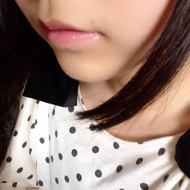 リップフォンデュで保湿した後、キャンメイクのティントを唇の内側にちょんちょんとつけます