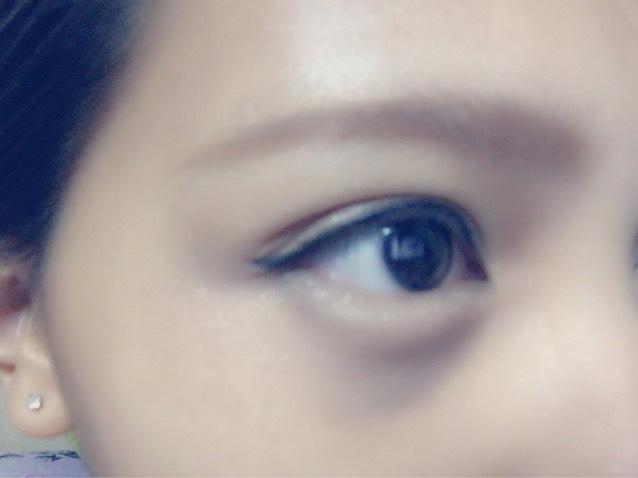 眉毛を書き パウダーで色を付け 眉マスカラを塗ります