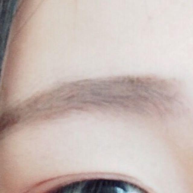 生まれつき眉毛が薄いのでキャンメイクのアイブロウで平行眉を描きます
