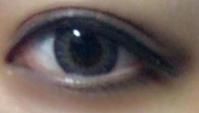 目の周りは大げさに黒くしても大丈夫です!