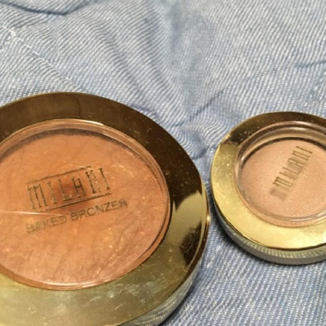 エッジをボカしたあと ボカしに使った筆で 陰影をつけていきます  左のブロンザーを軽くとり グレーのシャドウの ボカした部分に入れて いきます 濃いという場合は右の 少しベージュ寄りの ブラウンのアイシャドウで 色味を調節します