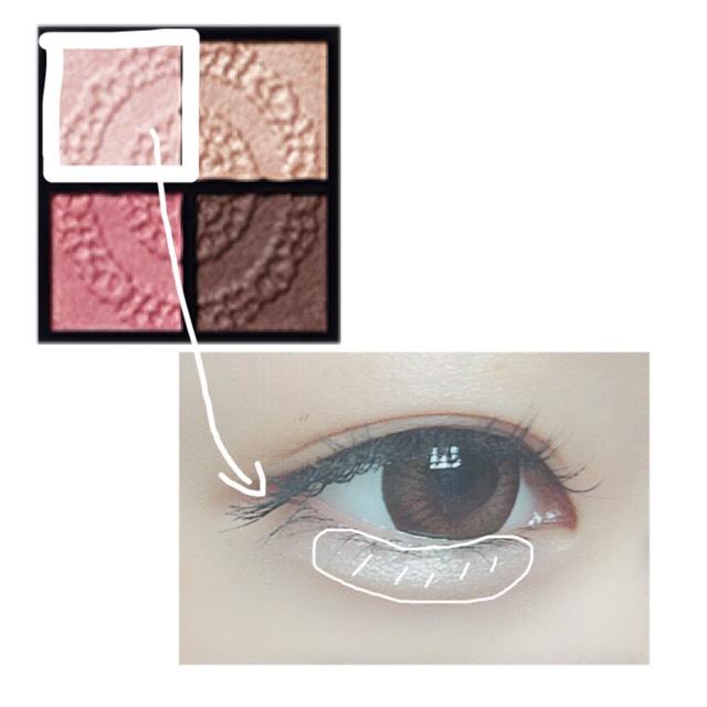 將「Visée 晶緞光漾眼影盒 PK-2」左上的顏色塗在淚袋鼓鼓的地方。詳細請參考「淚袋的畫法(新)」♪