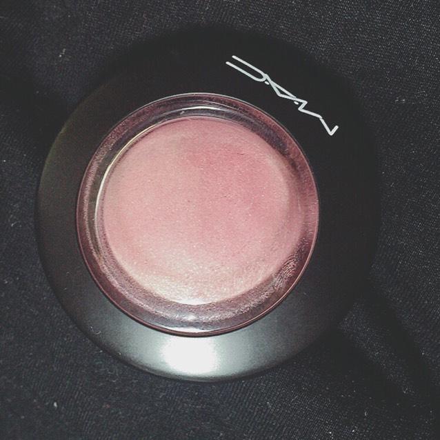 ミネラライズブラッシュ  MAC ジェントル  くすんだピンクの色味♡