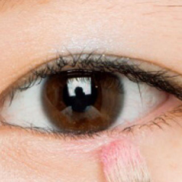 涙袋に 濃いめのピンクを たっぷり塗ります  影も描いてあげましょう  リトルツインスターズeye♡