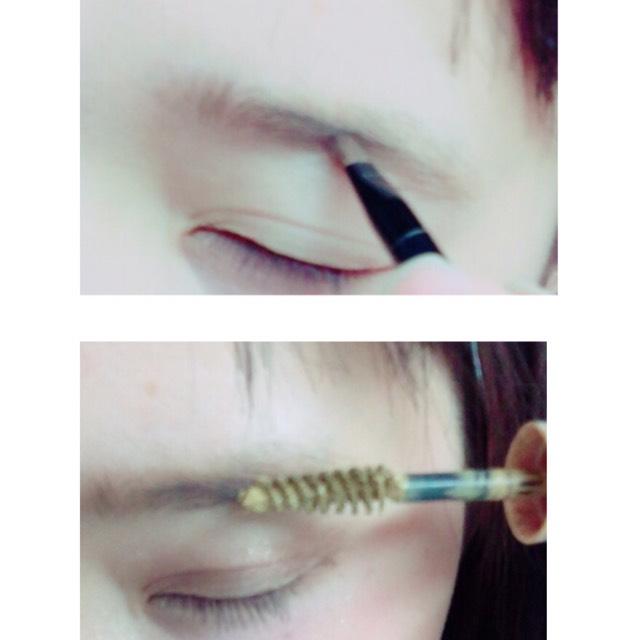用眉粉調整眉型,接著逆毛塗上染眉膏,然後再順向梳順眉毛。
