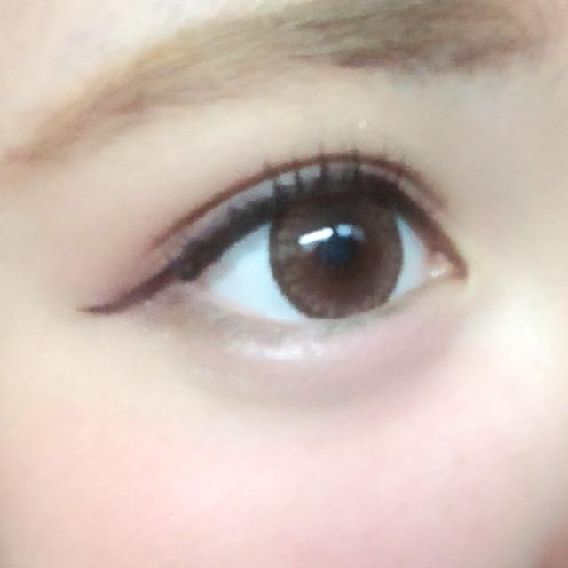 こんな感じです 目を優しく見せるためにアイラインはブラウンを使用しました