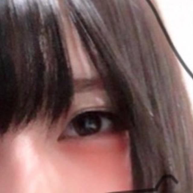 アイブロウは少し垂れめか平行に書きます。 眉毛の形が綺麗な人はパウダーだけで大丈夫です(๑´∀`๑)」